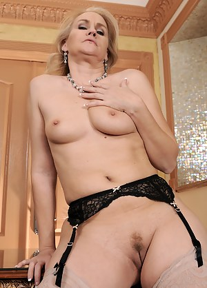 Best Mature Tight Pussy Porn Pictures