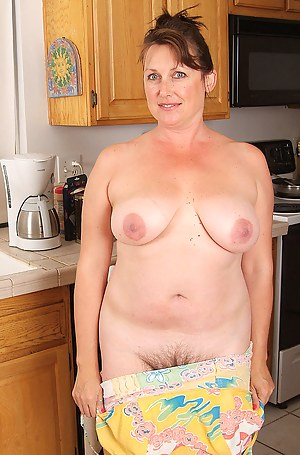 Best Mature Housewife Porn Pictures