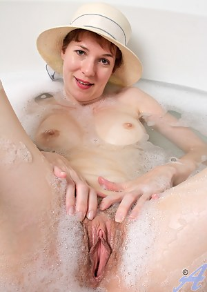 Best Mature Wet Pussy Porn Pictures