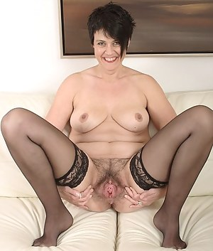 Best Mature Spreading Porn Pictures